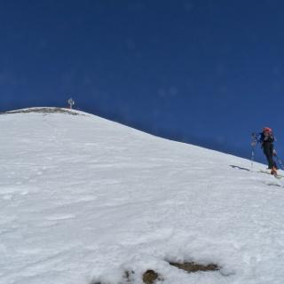 Durchgehend steil erreichen wir nach zahlreichen Spitzkehren den Gipfel der Handschuhspitze.