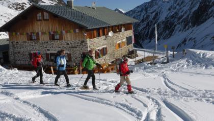 Schneeschuhbergsteiger im Gebiet der Pforzheimer Hütte.