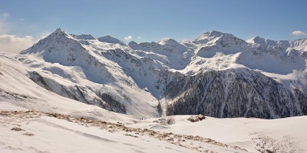 Blick auf Maggernigspitze (li., 2644 m) und Sadnig (re., 2745 m)