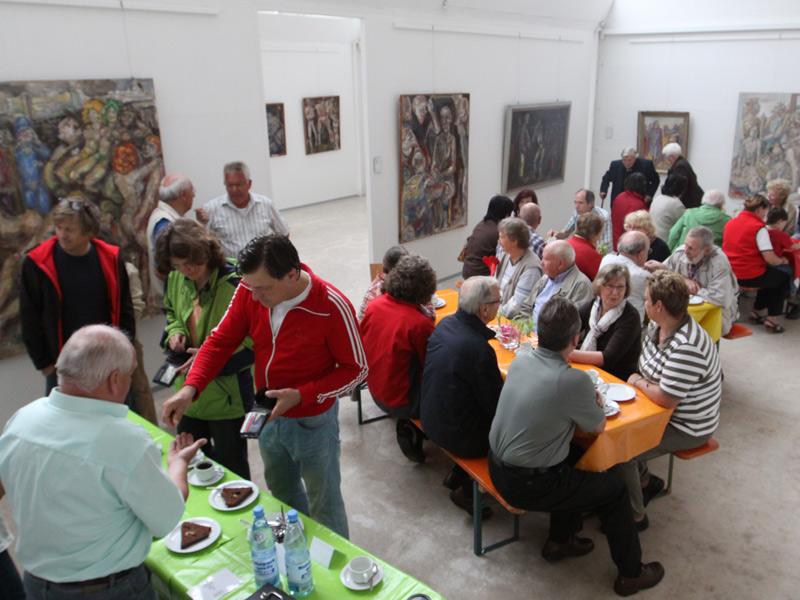 Zum Erhalt des Kunstmuseums hat sich vor ein paar Jahren ein Freundeskreis gebildet, der in loser Folge Sonderausstellungen, Lesungen, Vorträge und Konzerte organisiert und in regelmäßigen Abständen ins Museumscafé einlädt.   - © Quelle: Gemeinde Mainhardt