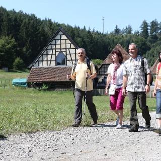 Wanderer vor der Alten Schäferei