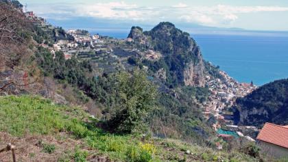 Blick nach Pontone und Amalfi