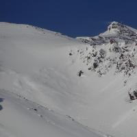Zischgeles mit Schneefahne in Sichtweite