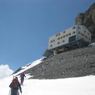 Mönchsjochhütte von Osten