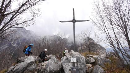 Auf der Cima Rocca (1090 m)