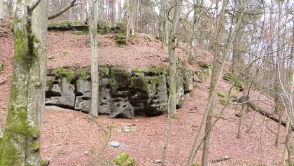 Felsen entlang des Weges
