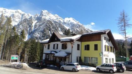 Die Tour startet beim Restaurant Genzianella. Genügend Parkplätze vorhanden.