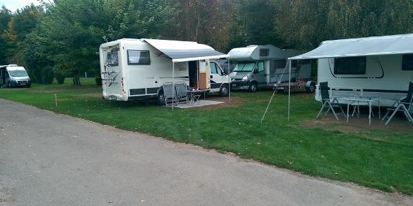 Hauptweg Campingplatz und Stellplatz