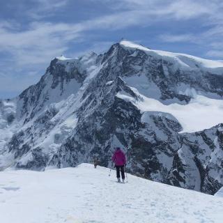Gipfelkreuz der Cima di Jazzi vor Nordend