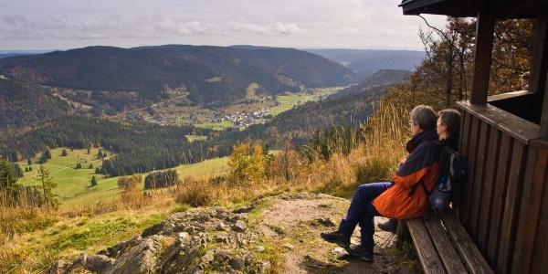 Am Pavillon vom Großen Spiesshorn mit Blick ins Menzenschwander Tal. Foto: Michael Arndt