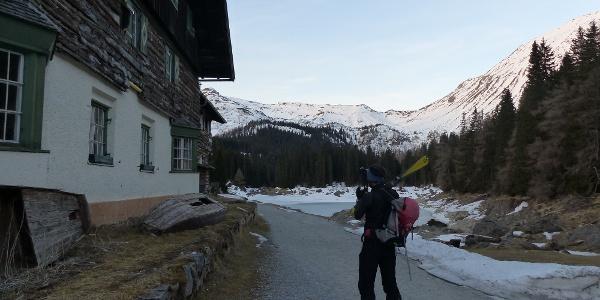 Das geschlossene Gasthaus beim Obernberger See.