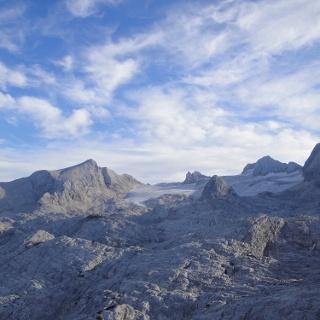 Gjaidstein, Simonyhütte, Schöberl und Dachstein in neuer Perspektive