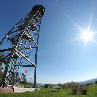 Vogteiturm und AugenBlick in Loßburg im Sonnenlicht