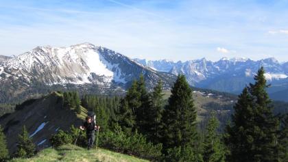 vom Grasköpfel blickt man zurück auf den eindrucksvollen Schafreiter und das Karwendelmassiv im Hintergrund