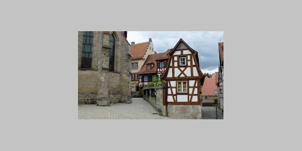 Altstadthaus neben der Kirche