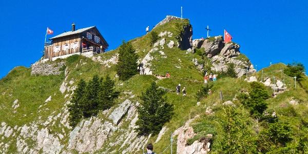 Kurz unter dem Gipfel wird das Mythenhaus sichtbar.