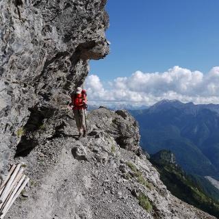 Über ein schmales Felsband wird die Forcella Rua Alta erreicht