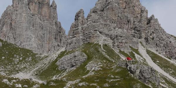 Das Bicacco Marchi Granzotto steht auf einer Geländenase über dem Karboden