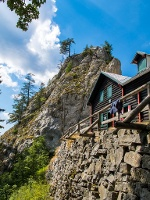 Die Kienthalerhütte des ÖTK, malerisch gelegen am Fuß des Turmsteins