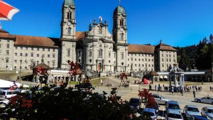 Imposanter Blick auf das Kloster Einsiedeln.