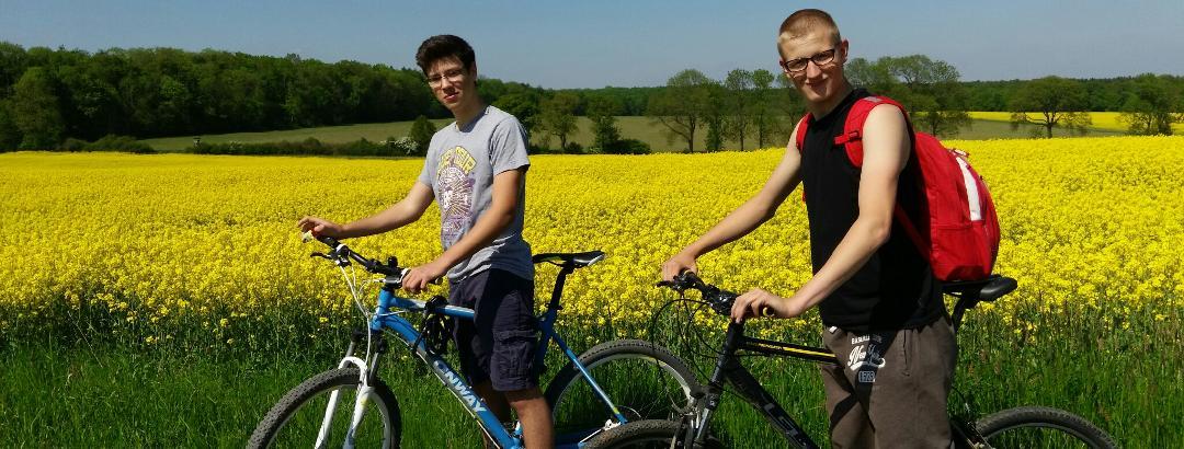 Daniel und Tom in der Nähe von Bördel
