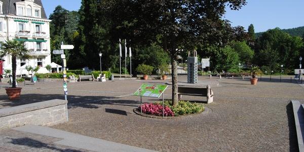Schlossplatz Badenweiler Start der Tour