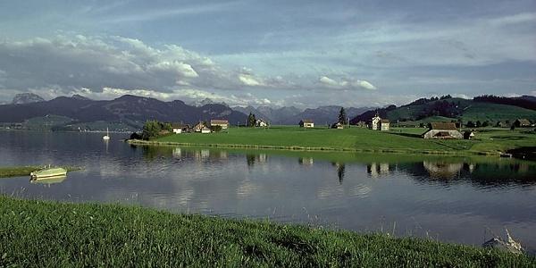 Blick auf den Sihlsee und die Alpen.