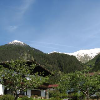 Der Muttekopf von Elmen aus gesehen daneben in der Mitte die Elmer Kreuzspitze