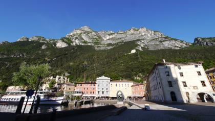 Blick auf das Bergmassiv über Riva del Garda