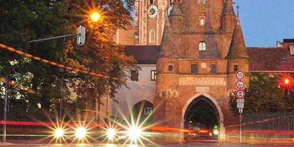 Schleifenroute - Wahrzeichen von Ingolstadt - das Kreuztor bei Nacht