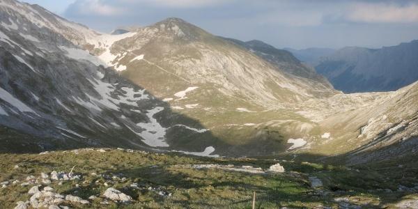 Ochsenreichkar, im Hintergrund Aufstiegsweg zum Hutkogelsattel
