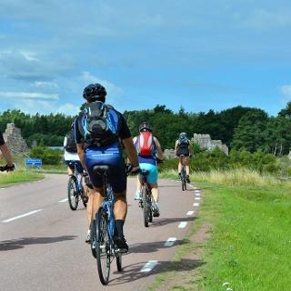 Radfahrer auf dem Benedikt-Radweg