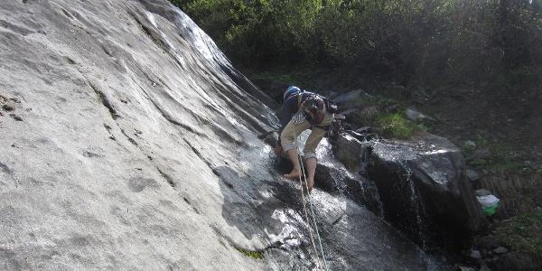 Einstieg in Gebrochene Rippe bei viel Wasser Barfuß :-) , dann am 1. BH Schuhe anziehen