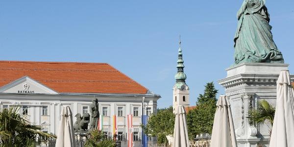 Neuer Platz mit Rathaus, Foto: Fritz