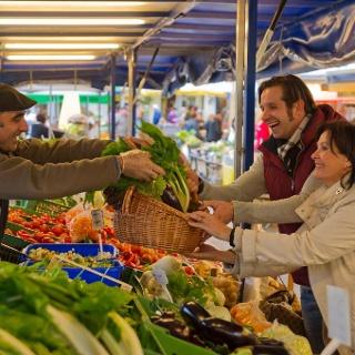 Einkaufen am Benediktinermarkt, Foto: Gerdl