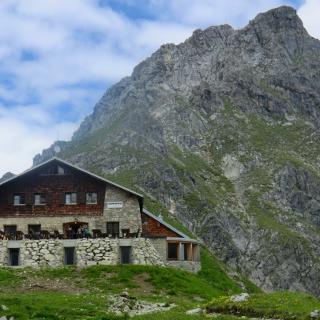 Fiderepasshütte vor dem Schüsser 2259m