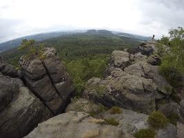 Foto Tolle Aussicht vom Gohrisch - mittig im Hintergrund der Pfaffenstein, rechts dahinter Quirl