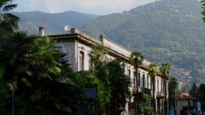 0200 bei Canobbio erkennst Du oben auf dem Monte Bisbino schwach am Horizont den Sendeturm