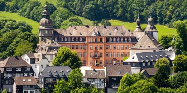 Das Schloss Berleburg thront über der Stadt.