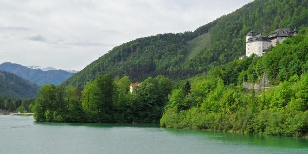 Der Klauser See mit Schloss Klaus