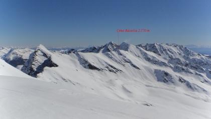 Der Gipfel vom Cima Vegaia aus gesehen.