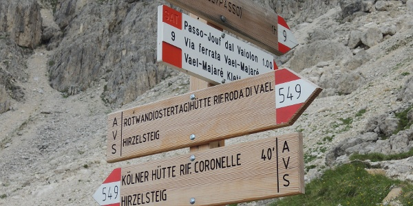 Wegweiser zum Vaiolon-Pass