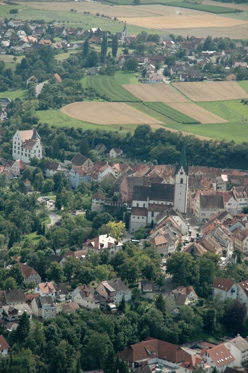 Blick aus luftiger Höhe auf die Stadt Engen