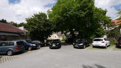 Parkplatz hinter dem Tourismusverband