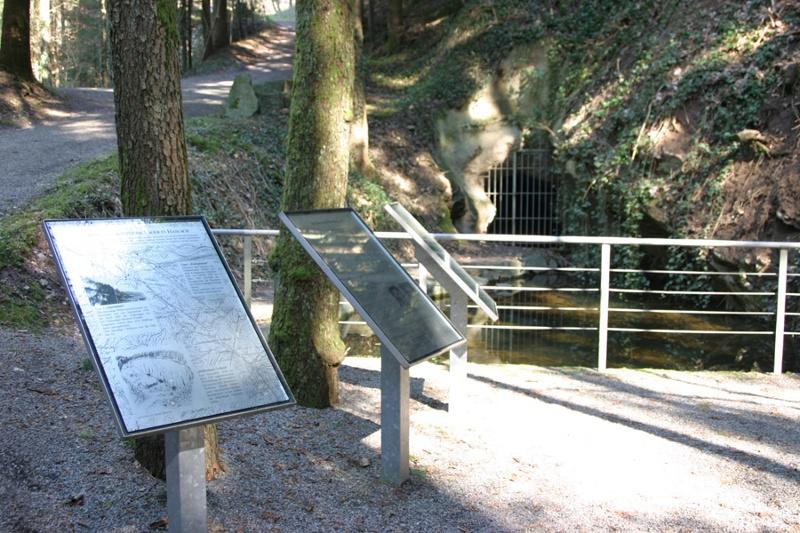 Infotafeln an der KZ-Gedenkstätte Vulkan