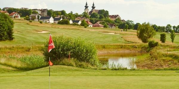 Blick von Golfplatz Richtung Basilika in Maria Taferl