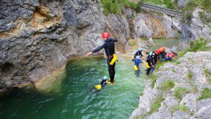 Canyoning Stuibenfälle - hoher Sprung