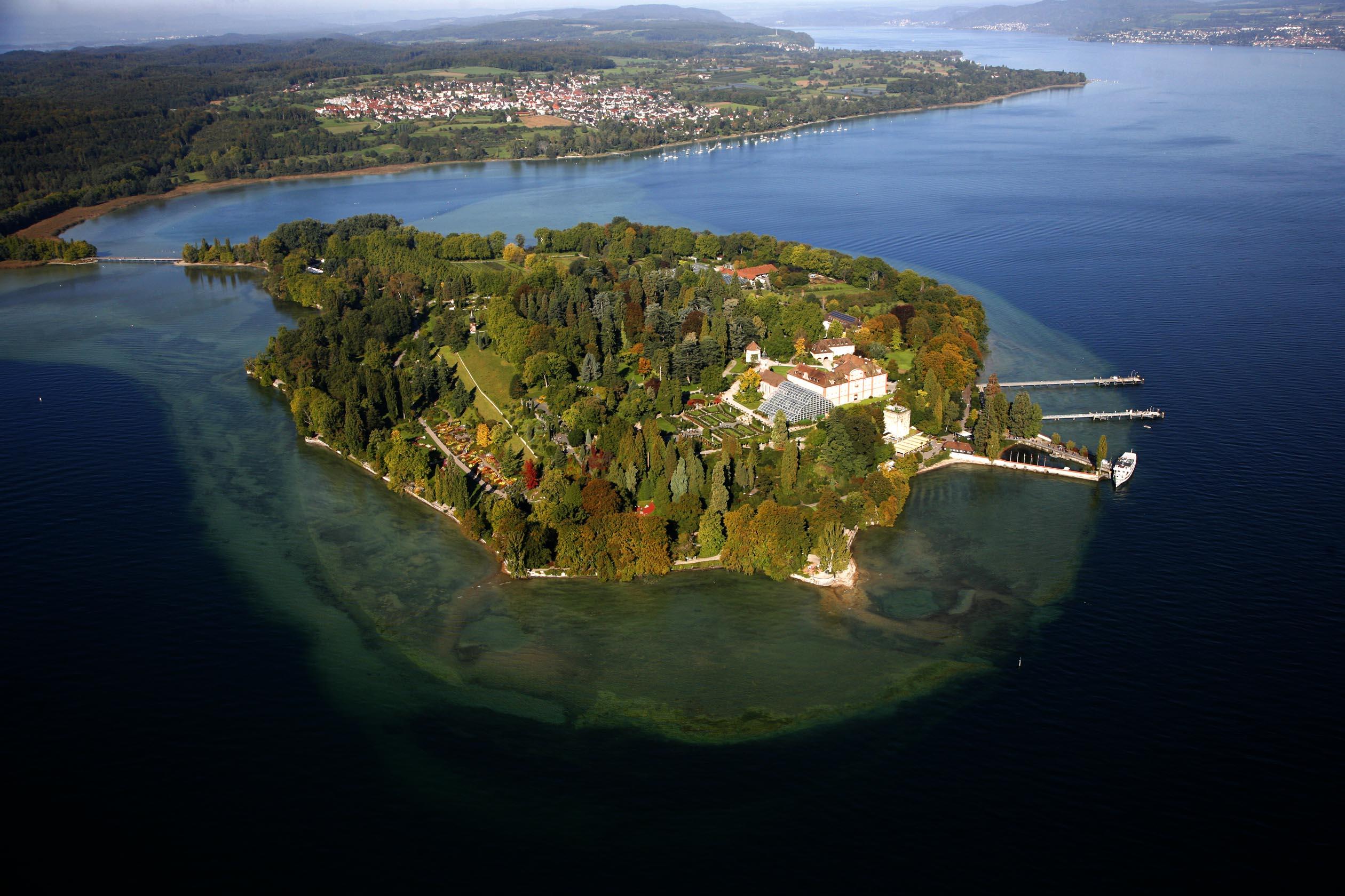 Luftaufnahme der Blumeninsel Mainau im Bodensee