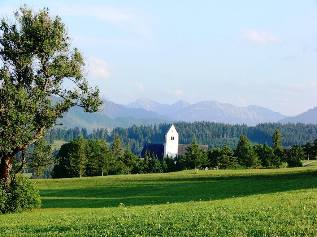 Ausblick mit Kirche St. Michael im Vordergrund  - @ Autor: Gabriele Postner  - © Quelle: Gabriele Postner