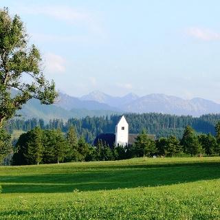 Ausblick mit Kirche St. Michael im Vordergrund